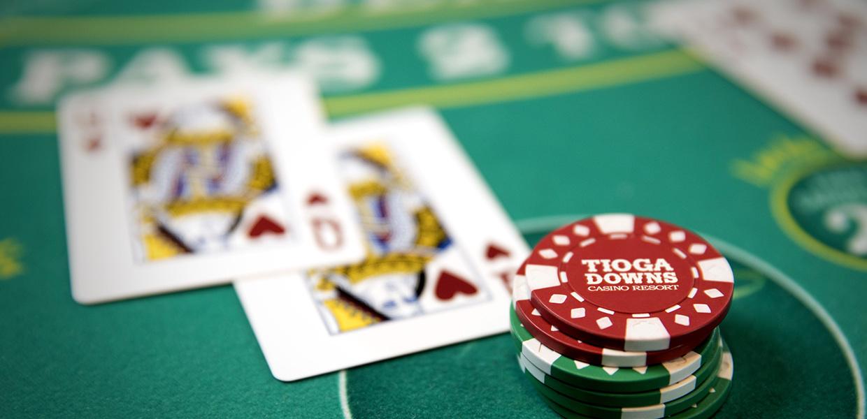 Sibuk bermain di agen game poker IDN terbaik dan aman